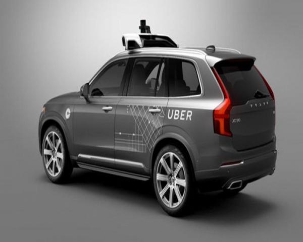 Crecen las opiniones contrarias al desarrollo de vehículos autónomos