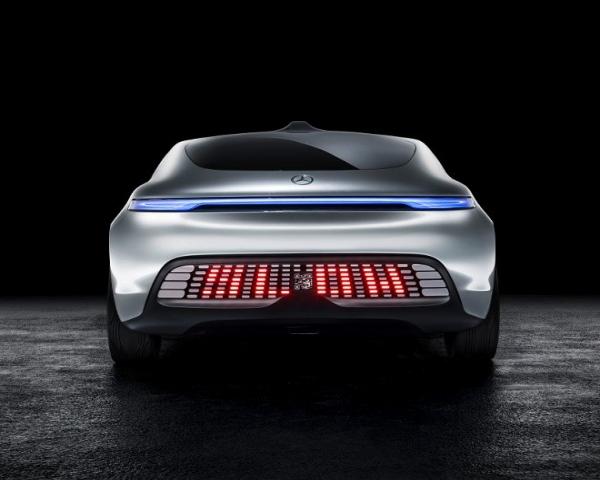 Marcas quieren que los vehículos autónomos se comuniquen con luces