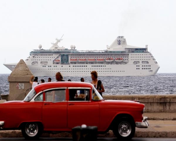 Comienza la venta de autos de segunda mano en Cuba a precios desorbitados