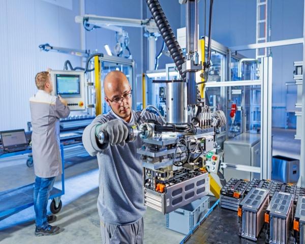 Alemania construirá una fábrica robotizada para reciclar baterías y motores de autos eléctricos