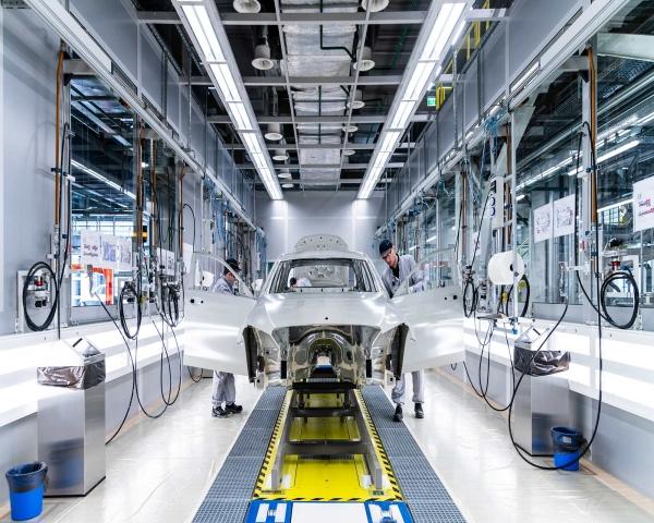 Fabricante alemán Daimler prevé reactivar sus fábricas a partir del 20 de abril
