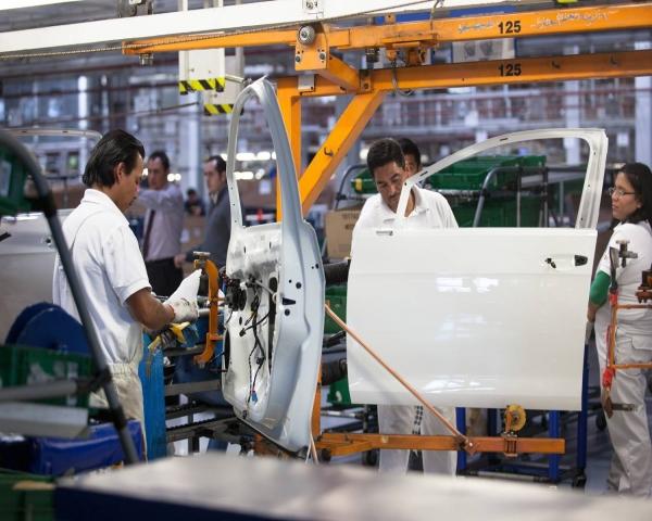 Sector automotor mexicano prevé caída de 28% en autopartes y 35% en ventas