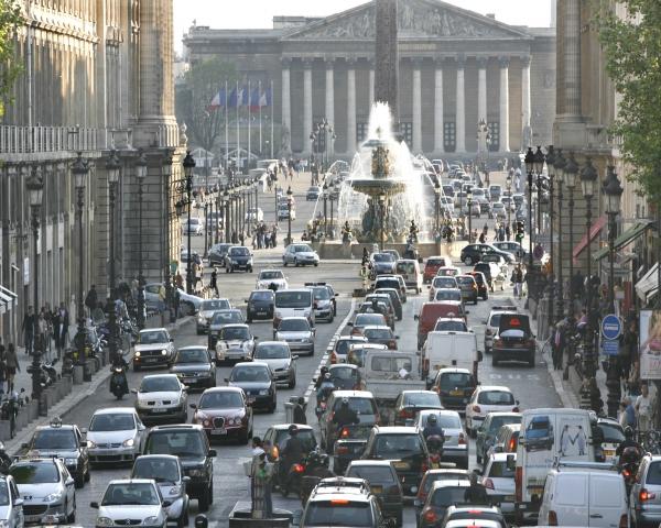 Francia anuncia un plan de 8.000 millones de euros para salvar el sector automotor