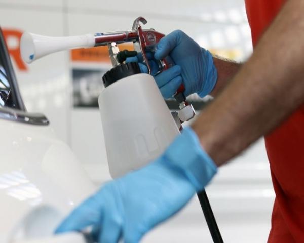 �Cu�l es la mejor forma de higienizar y desinfectar un coche?