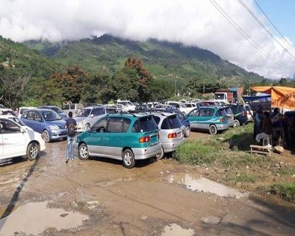 Proyecto que busca legalizar autos indocumentados en Bolivia preocupa a automotoras en Chile