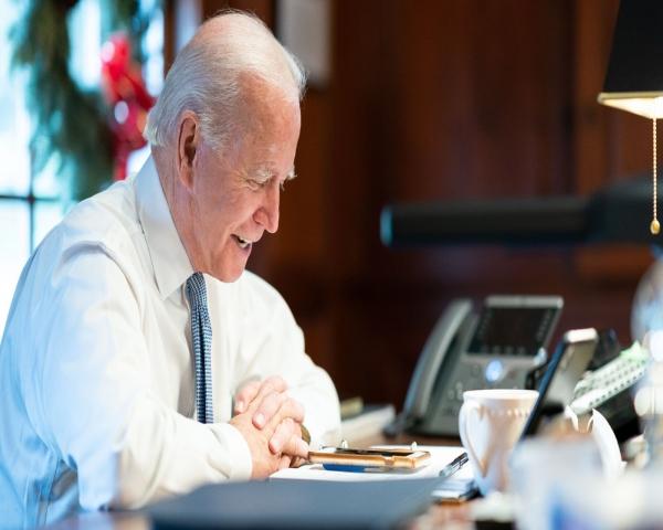El gobierno de Biden quiere reemplazar 650.000 veh�culos gubernamentales por autos el�ctricos
