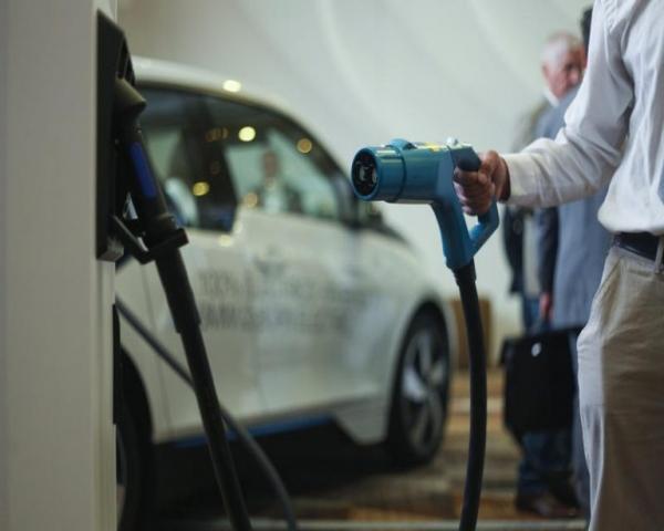 Ventas de vehículos enchufables alcanzan los 3,2 millones en 2020