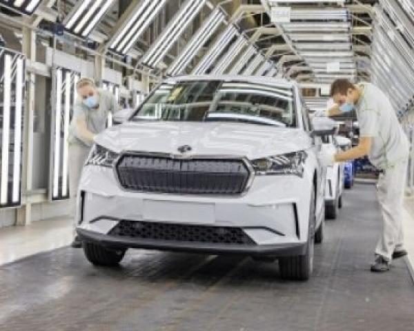 La producción mundial de vehículos cayó un 16% en 2020