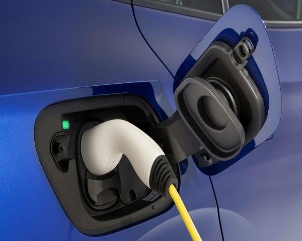 Los autos eléctricos e híbridos plug-in ya superan a los diésel en Europa