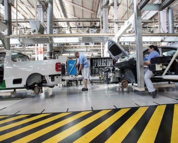 Escasez de chips costará al sector del automóvil 210,000 millones de dólares